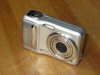 Fujifilm FinePix A Series A850 8.1 MP  Digital Camara - Plateado