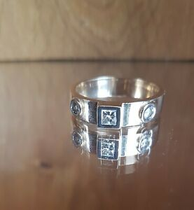 Stunning HEAVY 18ct gold 3 diamond 0.50ct gents band ring - Sizing available