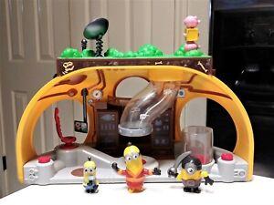 Despicable Me Minions Mineez Dru's Super Lair Playset with figures