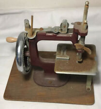 VINTAGE ESSEX MINIATURE SEWING MACHINE 1940/50s
