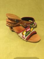 1940s 1950s Womens Size 5 Vintage Asian Sculpted Wooden Heel Clogs Sandals