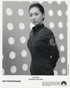 LINDA PARK Ensign Hoshi Sato ENTERPRISE 8x10 Found Photo STAR TREK Q8 711 14