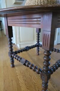 Antique Turned Leg Round Walnut Table (Late 19th Century)