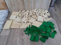 LEGO Konvolut - Einzelteile / Ersatzteile - beige (tan) und grün - seltene Teile