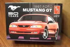 AMT 1997 FORD MUSTANG GT 1/25 SCALE MODEL KIT
