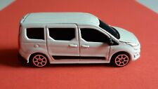 Maisto Ford Transit Connect 1:64