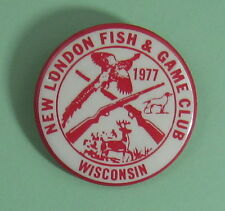 1977 New London Wisconsin Fish & Game Club Hunting Button...Free Shipping!