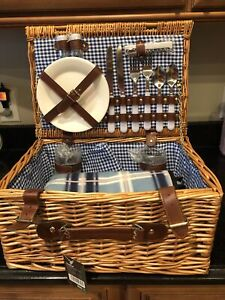 VonShef Deluxe 2 Person Traditional Wicker Picnic Basket Hamper With Cutlery POH
