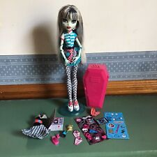 Monster high doll  Frankie Stein Home Ick