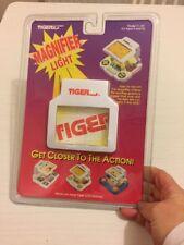 Loupe et lumière pour Tiger LCD Jeux TIGER ELECTRONICS INC 1993 New & Sealed