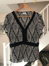 NEXT LADIES BLACK AND WHITE CRINKLE PATTERNED TOP SIZE 18
