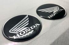 2x Honda Wings Logo 3D gewölbte Aufkleber. Silber Schwarz. Größe 60mm