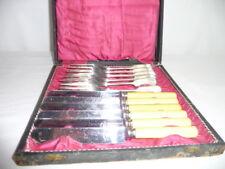 6 FOURCHETTES + 6 couteaux FROMAGES métal argenté-manches corne