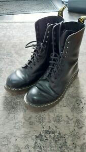 Dr Martens 1490 Air Wair black leather boots in size 7. Used.