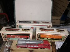 Bachman HO Santa Fe Engine and  3 Cars original Boxes