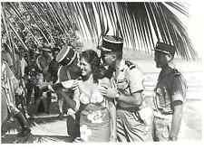 Polynésie Française, Militaires de la Base de Mururoa avec une jolie vahine  Sil