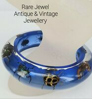 VINTAGE RETRO LUCITE PLASTIC QUIRKY BUG BANGLE 1960s
