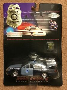 Road Champs-Massachusetts State Police Ford Crown Victoria Patrol Car-1/43 scale