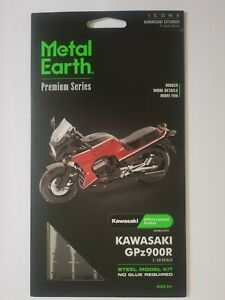 Metal Earth Kawasaki GPz900R ICONX model kit
