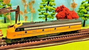 Chicago And North Western N Scale Road# 5024-B, Beautiful E8 Diesel Locomotive
