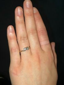ladies 18ct Gold & diamond cross-over ring - size O