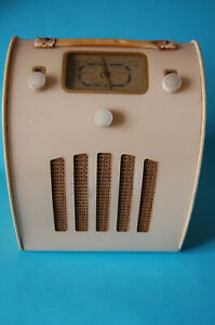 Vintage Ever Ready Valve Radio - Circa late 40's early 50's - Clean inside.
