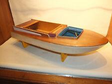Historisches Speedboot für Verbrennungsmotor