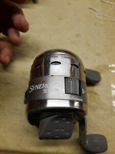 Shagkespeare Synergy 2000 Spin Cast Fishing Reel . # 435