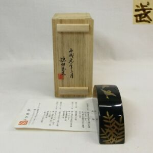 D0559: High-class Japanese paperweight of lacquer ware with good sparrow MAKIE