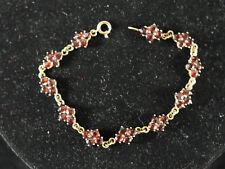 hübsches Armband aus 333er 8 ct. Gelbgold mit Granatblüten - 44 Granate
