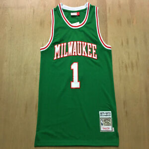 Oscar Palmer Robertson the Big O Milwaukee Bucks Basketball Team - Size : S-4XL