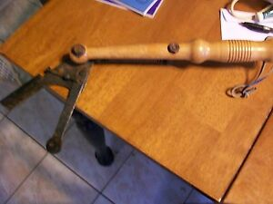 VINTAGE CLAY PIDGON WOODEN TARGET HAND THROWER