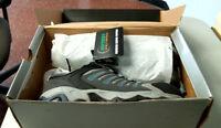 Men's Hytest Size 8W, K11101 Safety Footwear EH Athletic Steel Toe Grey Shoe NWT