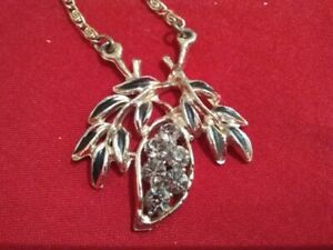 VINTAGE  , DIAMANTE / CRYSTAL ,  EFFECT, NECKLACE  IN SHAPE OF LEAVES