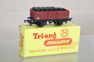 TRIANG T178 TT GAUGE BR MAROON OPEN WAGON 17351 with BLACK OIL DRUM LOAD BOXED