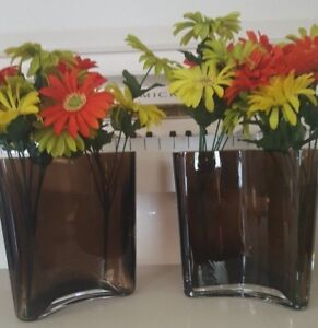 A PAIR OF KROSNO EXTRA HEAVY GLASS ART CURVED BROWN PLANTERS OR FLOWER VASES
