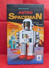 Grand ROBOT ASTRO SPACEMAN.  Hauteur 32 cm. TR. 2052. avec batterie