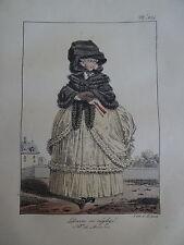 Gravure PORTRAIT COSTUME FEMME ROBE MODE HIVER COIFFE LOUIS XIV VERSAILLES 1820