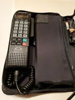 Motorola AirTouch Bag Model SCN2772A in Case with Car Adaptor and Battery Pack