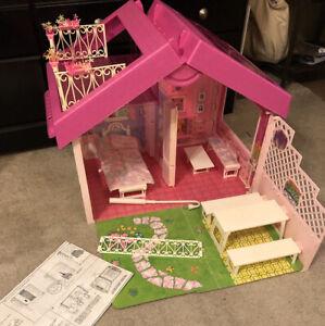VTG Mattel 1992 Barbie Fold 'n Fun Doll House w/ Furniture-See Desc