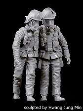 Black Dog 1/35 Firemen Set No.3 Firefighters assisting buddy (2 Figures) F35163