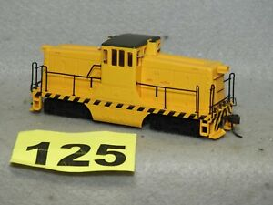 SPECTRUM HO SCALE PAINTED BUT UNDECORATED 55 TON DIESEL LOCOMOTIVE NEW