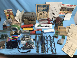 Life-Like Locomotives and Accessories Huge Mixed Lot