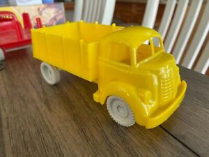 60's MARX FREIGHT TERMINAL FARM SHED STAKEBED TRUCK AWESOME + FREE SHIPPING