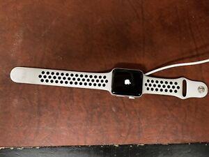 Apple Watch Nike+ 42mm Silver Aluminium Case with Pure Platinum/Black Nike Sport