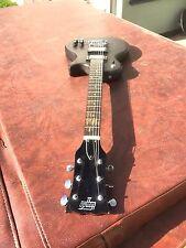 Guitarra Eléctrica Vintage Hondo Ii. mano derecha.