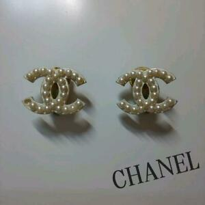 Auth CHANEL Pearl CC Logo Clip On Earrings Black White/Silver Used from Japan