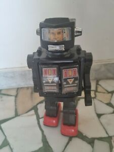 Tin Toy (PLASTIC  ROBOT) battery operated SUPER ASTRONAUT ROBOT in mint condit.
