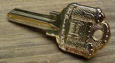 RARE RETRO GOLD TONE KEY TO THE CASTLE TIE CLASP/BAR CLAMP BEAUTIFUL & SCARCE