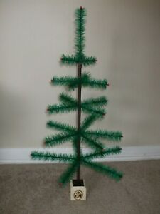 "VINTAGE 29"" GREEN CHRISTMAS FEATHER TREE! MADE IN THE USA!!"